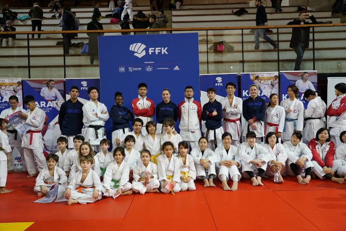 Groupe HKC avec équipe du Japon